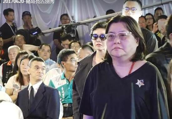 郭采洁出席猪哥亮告别式 意外同框杨祐宁