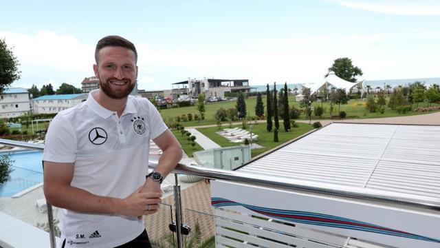 德国视联合会杯为度假 人人手机不离手全程拍摄