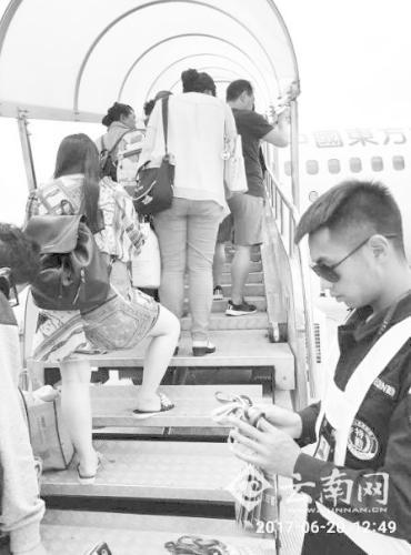 雷雨天气致上千航班延误 69名乘客滞留云南41小时