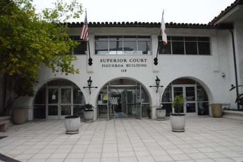 美国中医灭门案嫌犯过堂 律师要求禁止拍摄被告