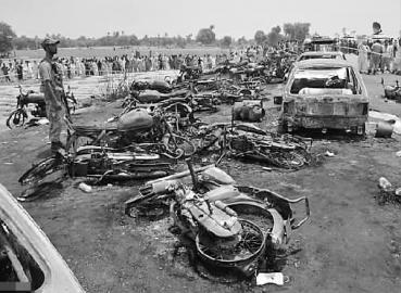 巴基斯坦油罐车爆炸致153死 初步调查有人点香烟引发