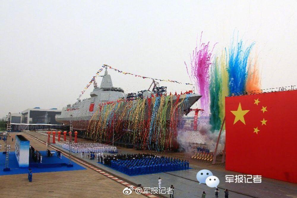 我国新型万吨级驱逐舰首舰下水 系完全自主研制