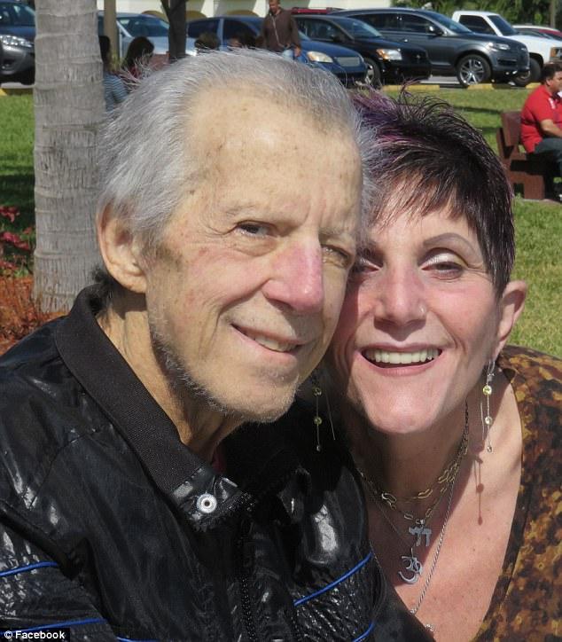 美热心夫妇40余年领养88名特殊儿童
