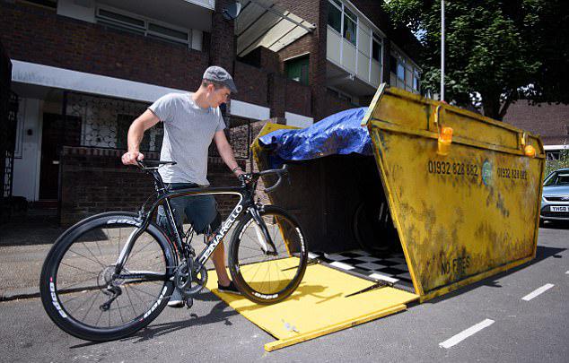 英发明家造另类自行车存放处 形如垃圾箱防车被盗
