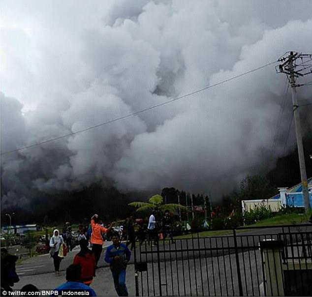 印尼著名景点火山喷发致2死10伤