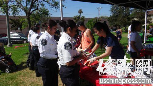 美国圣盖博市举行国庆游行 华裔青少年踊跃参加