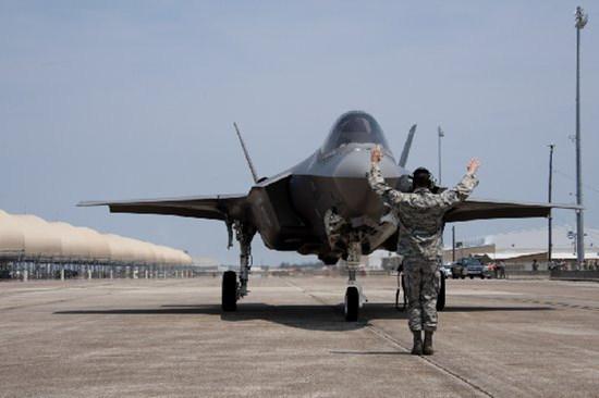 """美媒:美军加快开发F35""""大脑"""" 将录入歼20信息"""