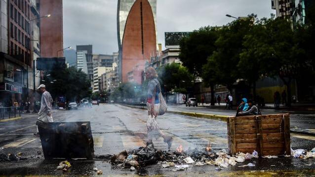 委内瑞拉反对派发起24小时罢工 要求总统放弃修宪