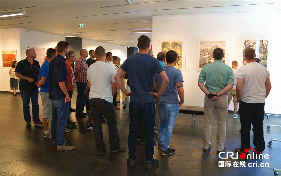 德国联邦国防军官兵到访柏林中国文化中心 体验中国文化