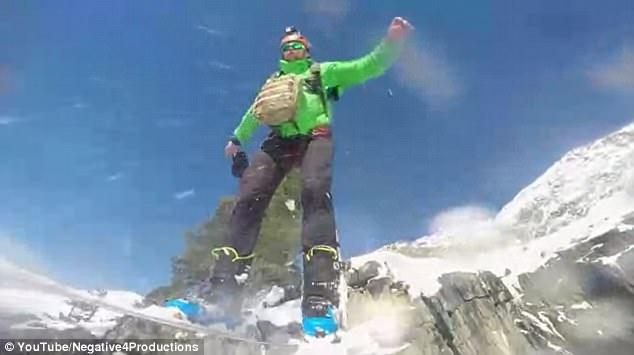 厉害了!极限运动员挑战滑雪跳伞穿越巨大冰川