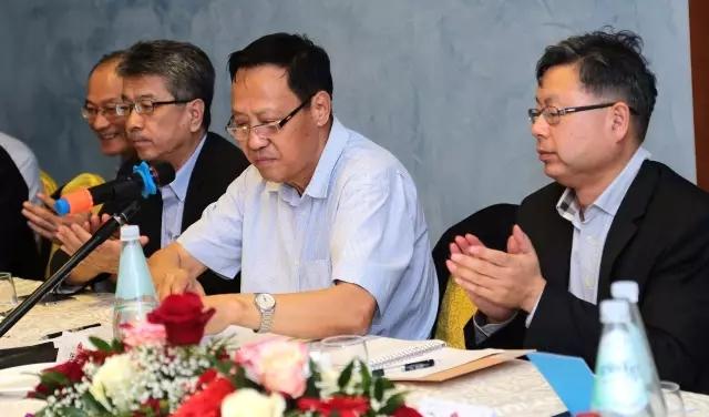 """""""两岸齐携手 共圆中国梦"""":中国和平统一促进会代表团与米兰侨团举行专题座谈 ... .. ..."""