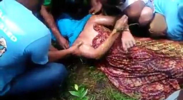"""印尼男子被鳄鱼袭击失踪 巫医""""施法""""令鳄鱼归还尸体"""