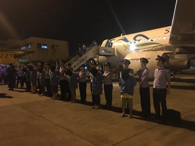 32名电信诈骗嫌犯从柬埔寨被押解回国 涉案超千万