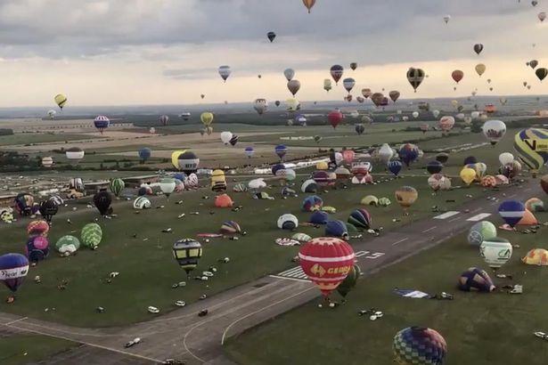 法热气球节250只热气球齐飞 天气原因未破纪录