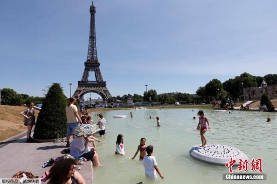 """中国游客购物""""快又多""""成法国旅游业""""主攻""""目标"""