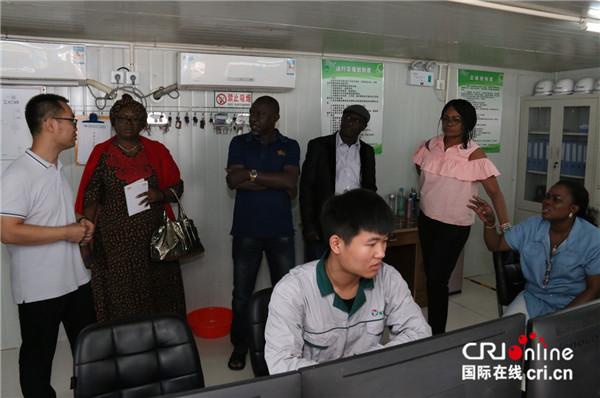 尼日利亚媒体人走进天津滨海新区 感受高新技术发展