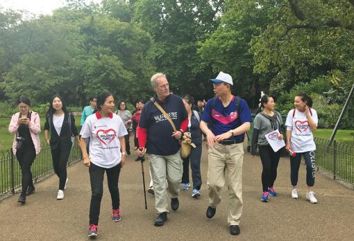 贝茨勋爵开启第六次徒步慈善之旅 感谢华人社区支持