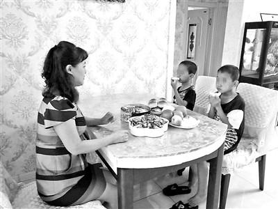 两兄弟家人失联吃住在学校4年 每年花费约一万元