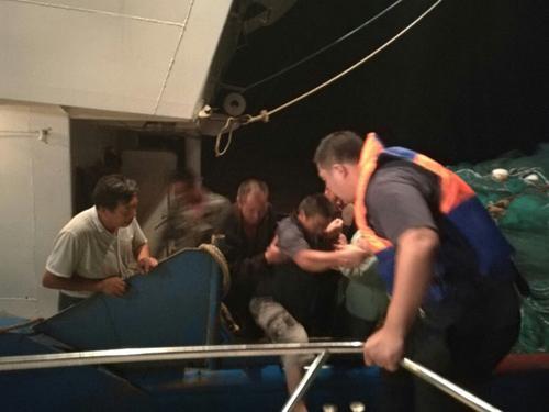 江苏盐城两艘渔船相撞 5人获救4人失联