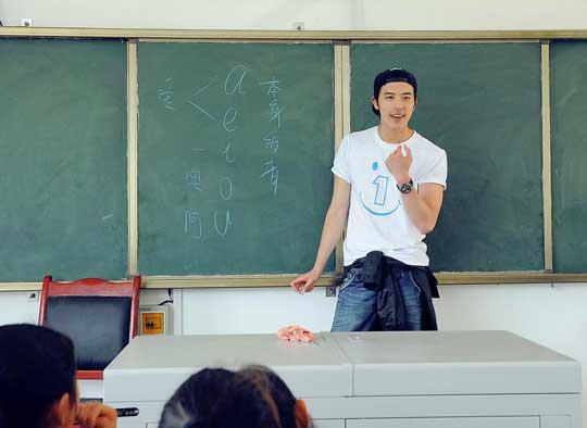 徐开骋爱心支教最帅乡村男教师为孩子种下学习种子
