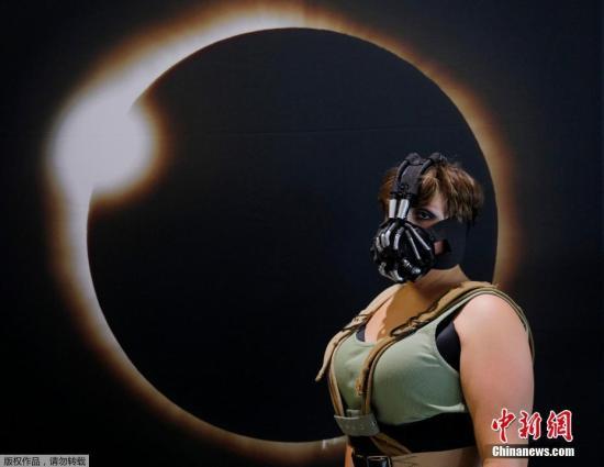 侨报网:美国南加州华人从观看日全食中感悟人生